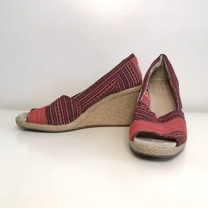 TOMS Wedges Hill Tribe Red Aztec 8